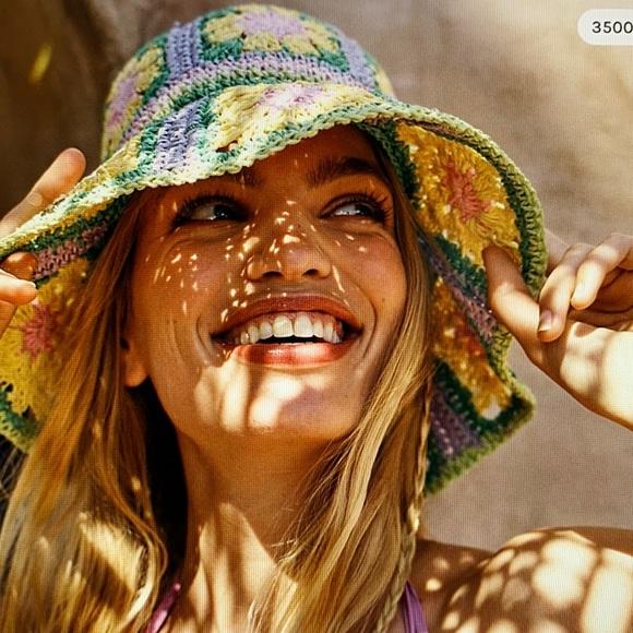NWOT Free People Summer Of Love Straw Bucket Hat